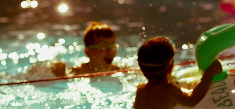 tips to ensure the safety of kids in the swimming pool